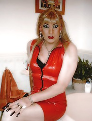 Crossdresser at home showing..